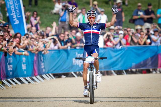 Julien Absalon m� doma u� dv� olympijsk� zlata, vloni vyhr�l i testovac� z�vod v Lond�n�