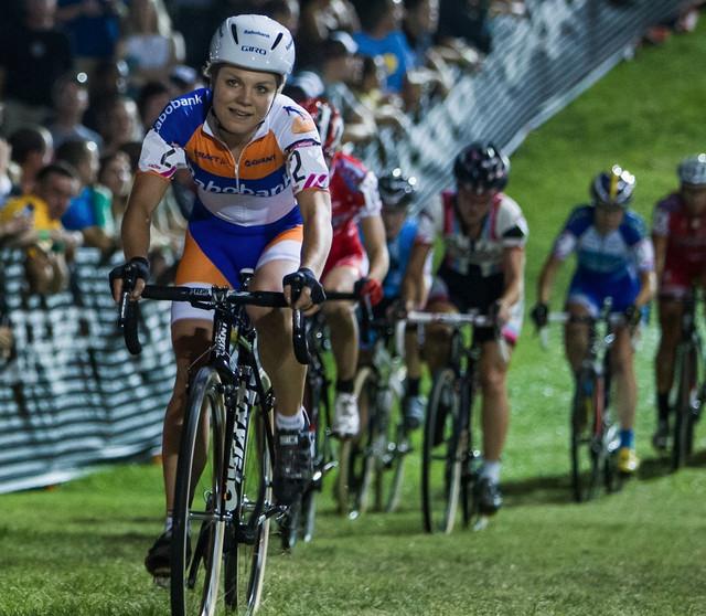 Saane van Passen se v novém dresu týmu Rabobank Giant uvedla vítězstvím v populárním Cross Vegas. Zajímavostí je i její nová časovkářská přilba Giro