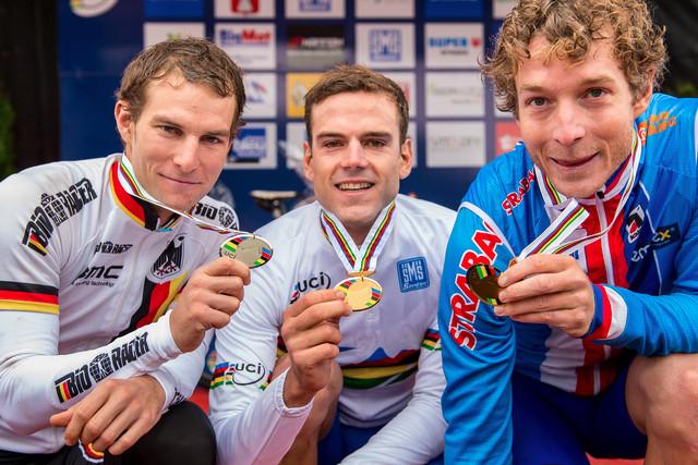 Mistrovství světa maratonu horských kol 2012 v Ornans - 1. Periklis Ilias, 2. Moritz Milatz, 3. Kristian Hynek