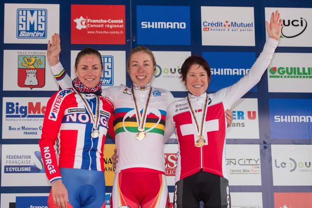 Mistrovství světa maratonu horských kol 2012 v Ornans - 1- Annika Langvad, 2. Gunn Rita Dahle, 3. Esther Süss