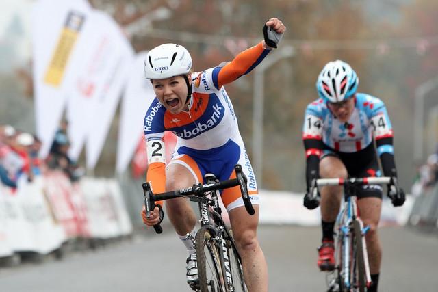 Sanne van Passen vítězí na Světovém poháru v cyklokrosu v Táboře 2012