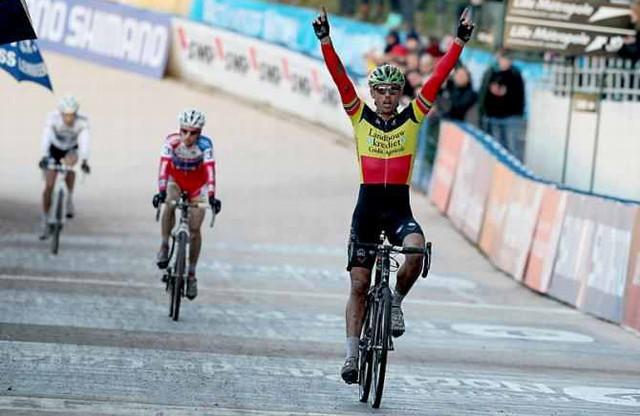 Sven Nys vítězí ve čtvrtém závodě Světového poháru cyklokrosařů v Roubaix 2012