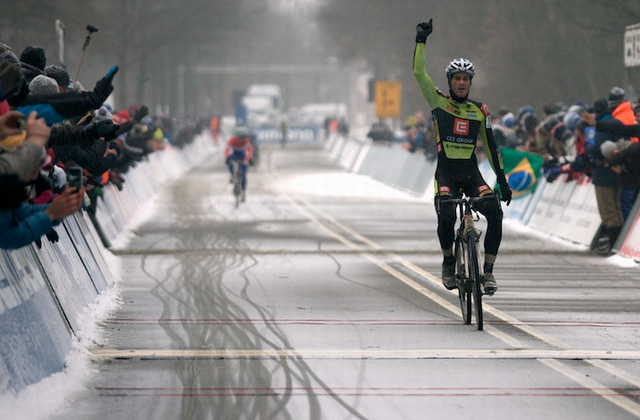 Martin Bína vítězí ve Světovém poháru v Hoogerheide 2013