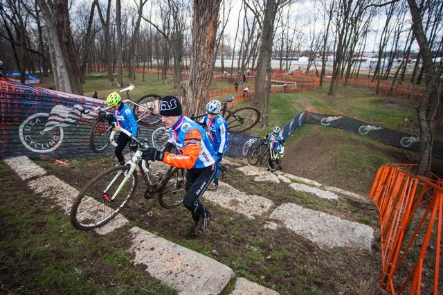 Čeští reprezentanti na tréninku při mistrovství světa v cyklokrosu 2013 v Louisville