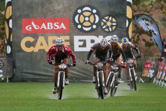 Cape Epic 2012 - Souboj Specialized a Bulls je tradiční podívanou na tomto etapovém závodě