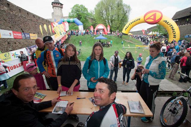 Jirka Ježek a Bart Brentjens při autogramiádě na Author Šela Marathonu 2013