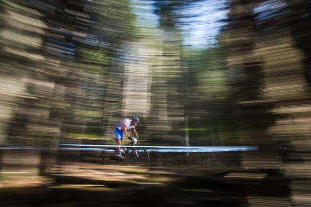 Jan Nesvadba na trati 4. závodu Světového poháru bikerů v Andoře