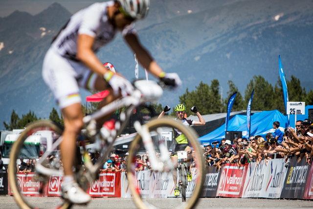 Světový pohár MTB 2013 - Andorra: Pouhých 6 vteřin dělilo Ondřeje Cinka od vítězství, v cíli už oddychuje Nino Schurter