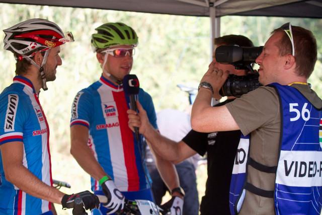 Tomáš Lachman - reportér České televize na MS MTB 2013 v rozhovoru s Janem Škarnitzlem a Ondřejem Cinkem