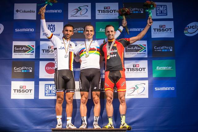 Mistrovství světa MTB 2013, Pietermaritzburg: stupně vítězů - 1. Schurter, 2. Fumic, 3. Hermida