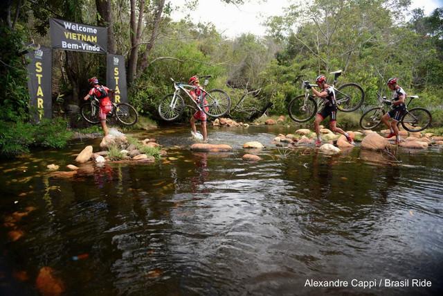 Brasil Ride 2013: Jiří Novák se svým parťákem Hansem Beckingem jsou v patách lídrů z Portugalska