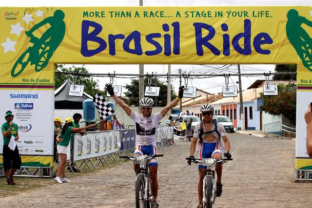 Vítězové 4. etapy Brasil Ride Henrique Avancini a Sherman Trezza de Paiva z Brazílie
