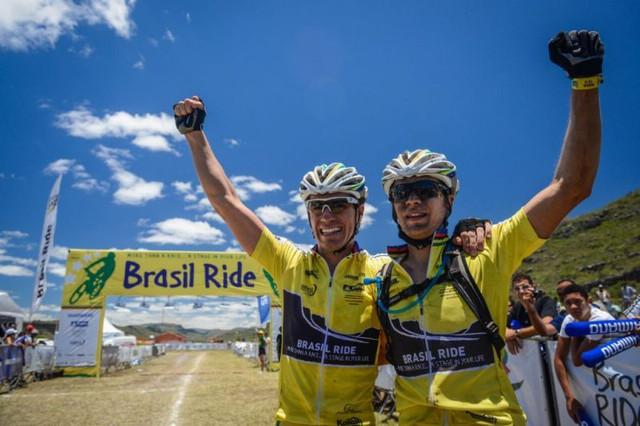 Brasil Ride 2013: vítězná dvojice domácích bikerů