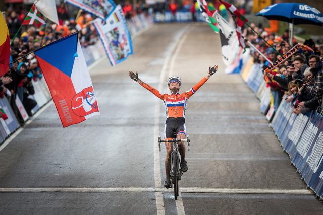 Marianne Vos dojíždí pro svůj sedmý cyklokrosový titul