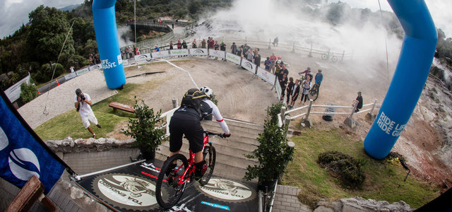 Na Crankworkx odstartovala World Enduro Series 2015