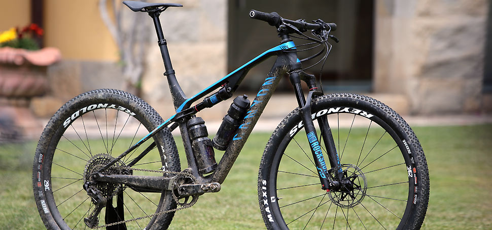 TEST: Canyon LUX CF SLX 9.0 Pro Race