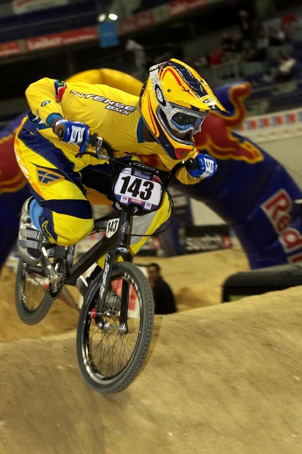 UCI BMX Supercross - Madrid 9.2. 2008 - jeden z mála černých bikrosařů Sifiso Nhlapo z Jižní Afriky