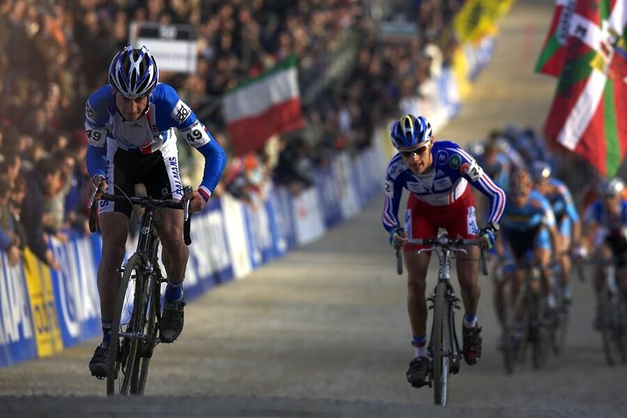 MS cyklokros 2008, Treviso - Itálie 27.1. - Šimon za to bere v nájezdu do předposledního kola