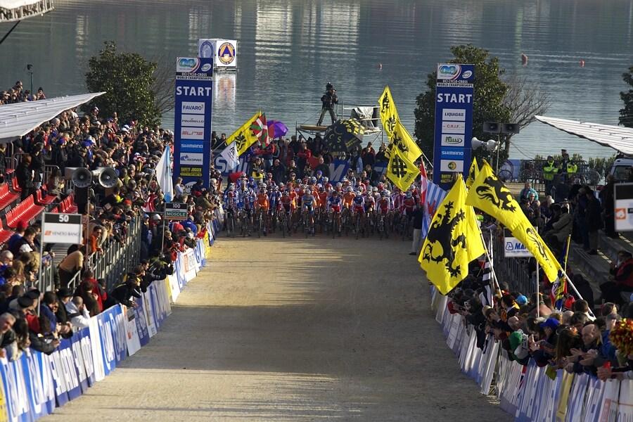 MS Cyklokros 2008, Treviso - Itálie 26.1. - pár vteřin do startu U23