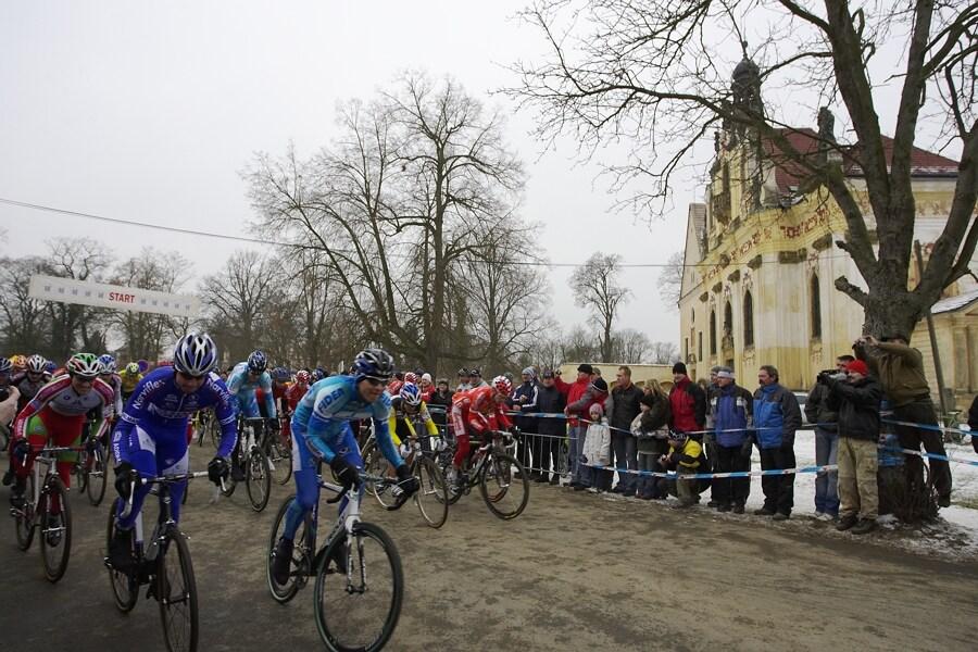 Mistrovství ČR cyklokros, Mnichovo Hradiště 5.1. 2008 - start v Mnichově Hradišti