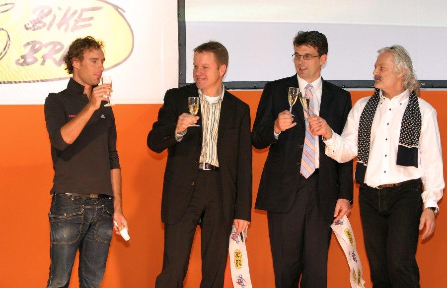 Sport Life 8.-11. 2007 Brno - zahajovaní přípitek - Raboň, Bursík, Pohl a Stárek