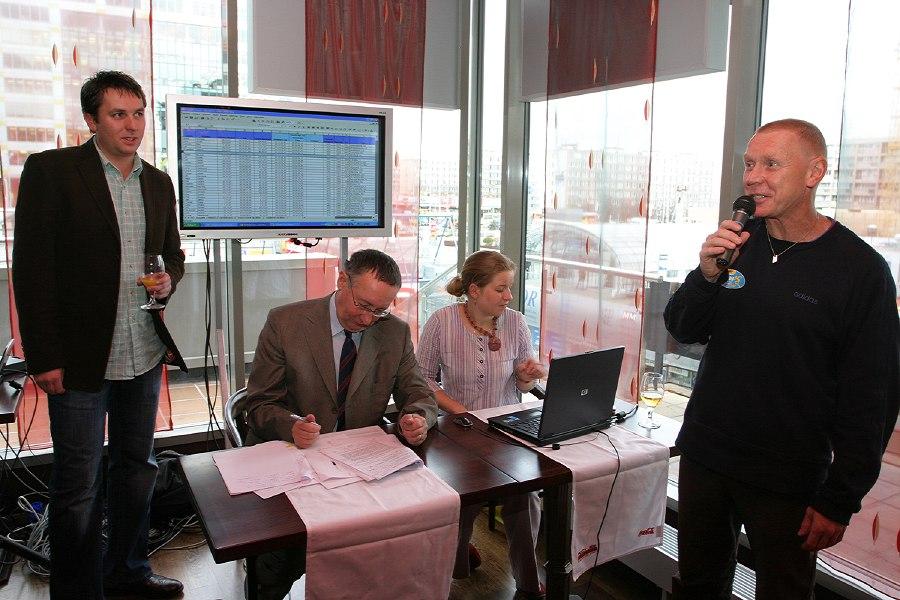 Kolo pro život- Finálová hra, 12.11. 2007 - Ing. Michal Slabej vyhlašuje před notářem oficiální čas