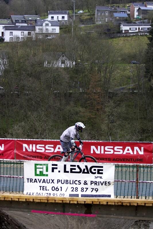 Nissan 4X Event - Houffalize 19.4.2008 - netradiční mostík