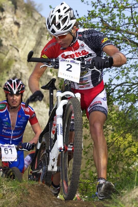 ČP XC #1 Pardubice 2008 - Kristián Hynek půl kola před cílem řeší problém se smykem