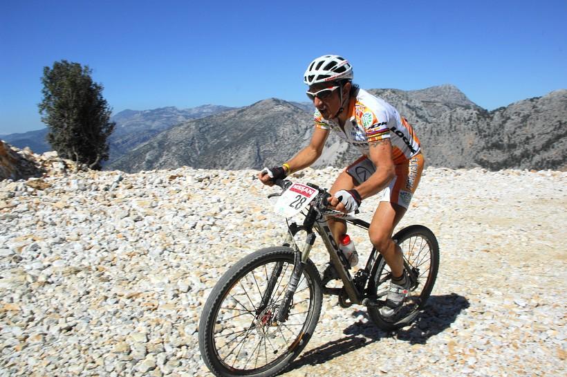 SP XCM #1 Manavgat 2008 - Miguel Martinez pod vrcholem stoupání