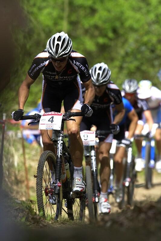 Nissan UCI MTB World Cup XC #2 - Offenburg 27.4.2008 - Dán Jakob Fuglsang v čele druhé skupinky