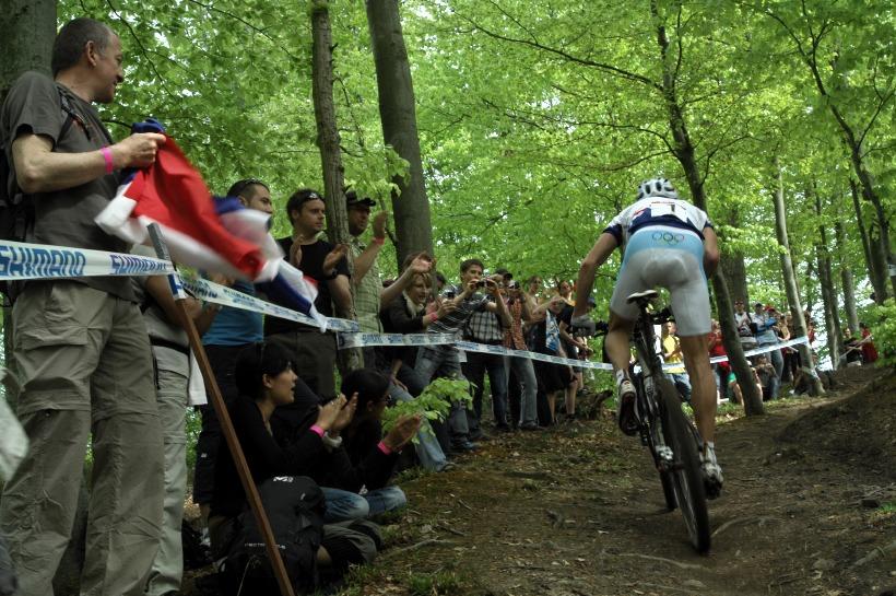 SP XC #2 2008 Offenburg - Absalon stoupá za vítěztvím