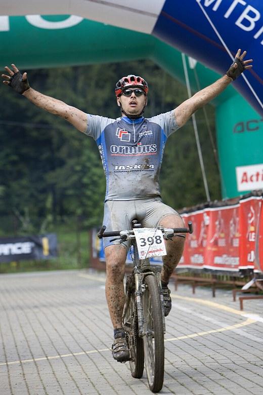Beskidy MTB Trophy - Istebna, 4. etapa 25.5. 2008 - radost z dokončení, foto: Pawel/Magazin Rowerowy