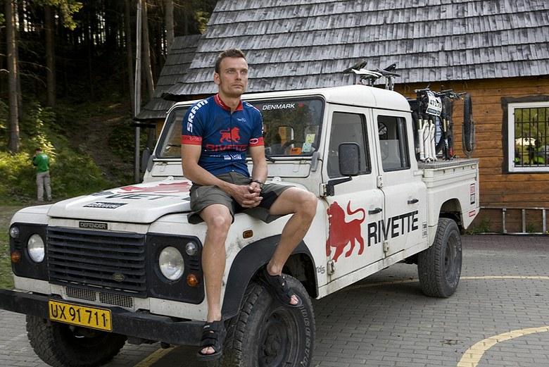 Beskidy MTB Trophy - Istebna, 4. etapa 25.5. 2008 - kárka dánského týmu Rivette, foto: Pawel/Magazin Rowerowy