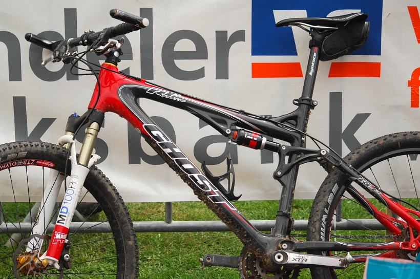 Biky mistryň USA a Evropy - Sabinin full na závodech SP zatím zahálí. Jela na něm pouze na jaře na Kypru.