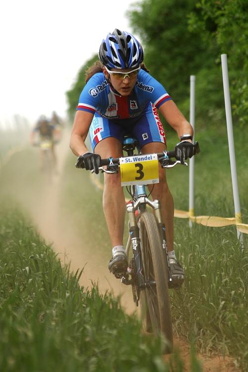 ME XC 2008, St. Wendel - ženy U23: Tereza Huříková a soupeřky v prachu