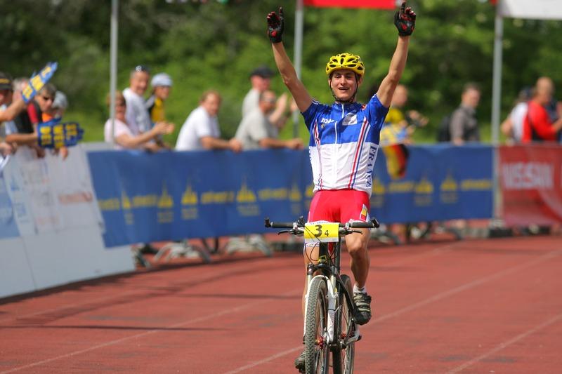 Mistrovství Evropy XC - štafety, 16.5.2008 St. Wendel/GER - zlato je v kapse, finišman Francouzů Alexis Vuillermoz