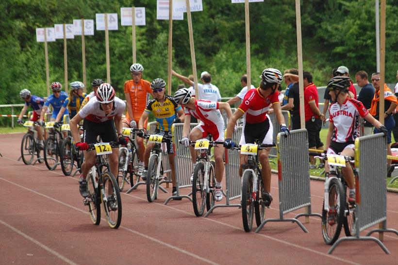 Mistrovství Evropy 2008 St. Wendel (GER) - štafety - Švýcaři ve vedení. Už po sporné předávce