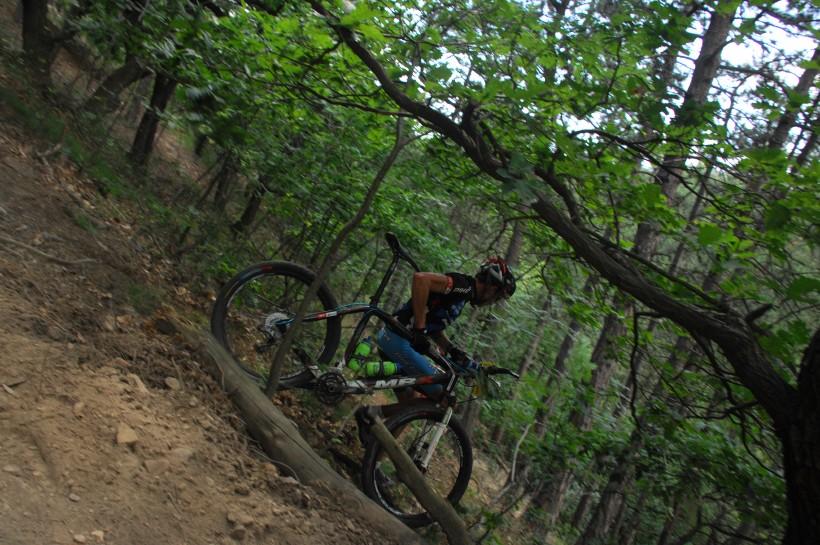 �P XCM #3 2008 - Specialized Extr�m Bike Most: Radek ��bl si Moiru zkracuje kolmo svahem