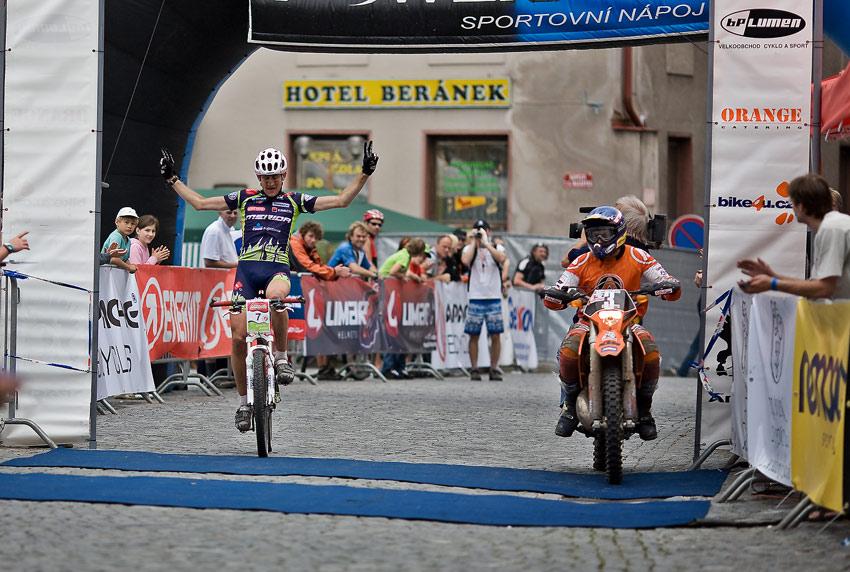 "Znojmo Znov�n maraton Cup 2008 - Apache Jest�eb� Hory 21.6. - ""D�obr"" ve fini�i, Foto: Milo� Lubas"