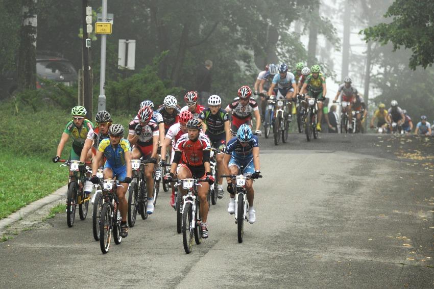 MČR Maraton 2008 - Kelly's Beskyd Tour: první stoupání a favorité na čele