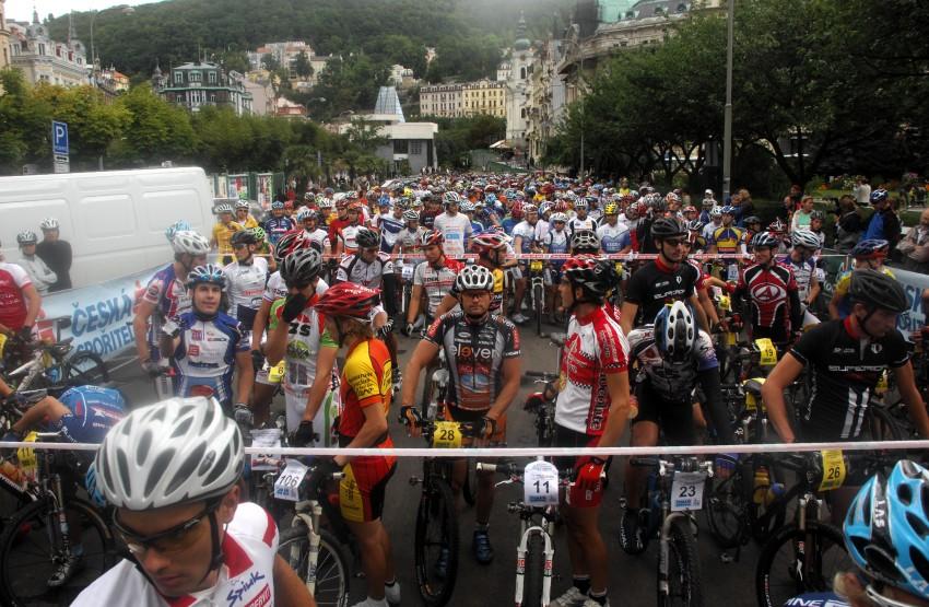 KPŽ Karlovarský AM bikemaraton ČS 2008: start v Karlových Varech