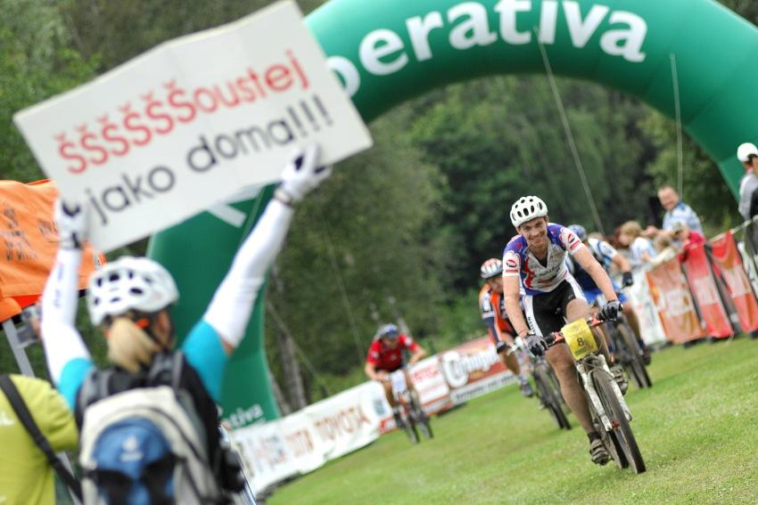 KPŽ Karlovarský AM bikemaraton ČS 2008: vítej v cíli novomanželi