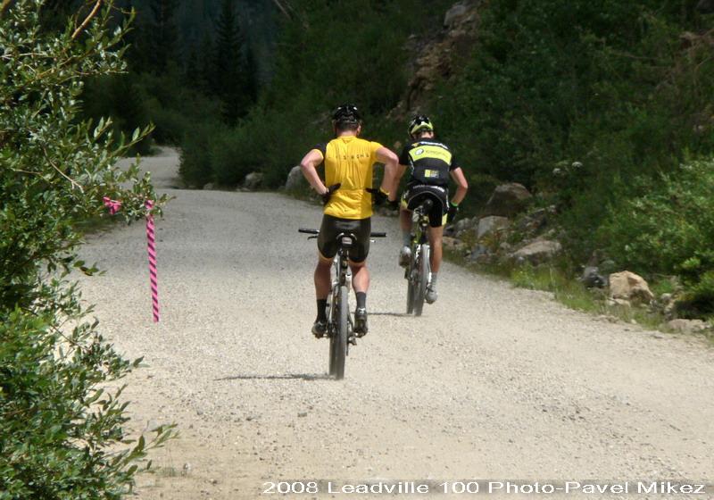 Leadville Trail 100 - na 85 míli stále spolu, jak vidno, Lanceho trápí záda, foto: Pavel Mikez