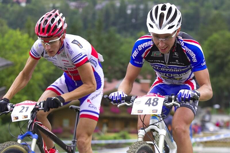 Nissan UCI MTB World Cup XC #9 - Schladming 14.9. 2008 - Jára jde přes Lindgrena