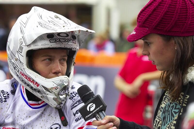 Nissan UCI MTB World Cup DH #7, Schladming 13.9. 2009 - Víte, kdo pro Freecaster zpovídá Tracy Moseley? Ano, je to Anneke Beerten