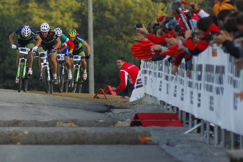 Merida Bike Vysočina '08 - sprint: nájezd do cílové rovinky