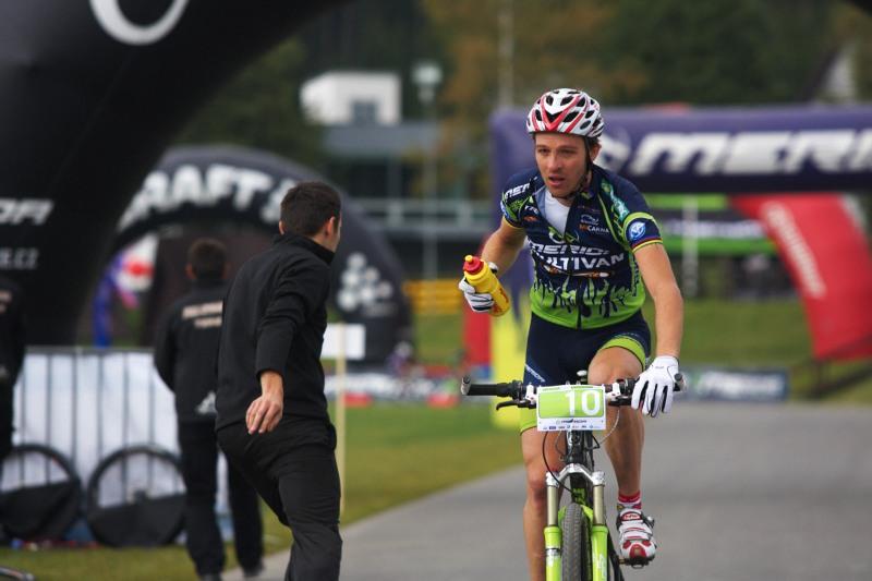 Merida Bike Vysočina, Nové Město na Moravě 28.9. 2008 - Ralph Naef v občerstvovačce