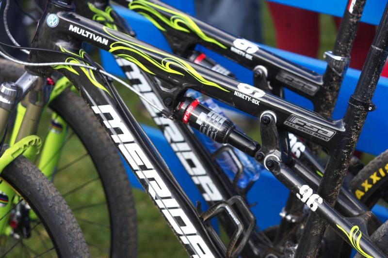 Merida Bike Vysočina, Nové Město na Moravě 28.9. 2008 - pracovní náčiní Hermidy a Naefa