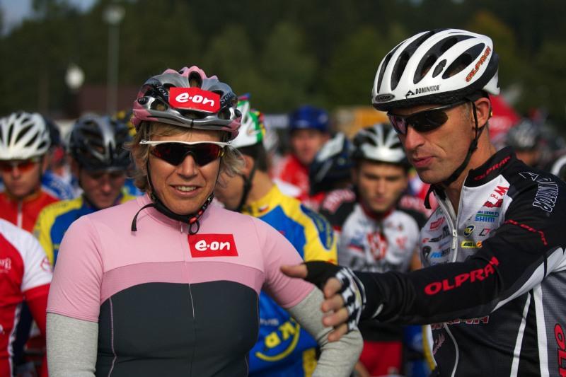 """Merida Bike Vysočina - maraton 27.9. 2008 - """"Hele Káčo, po startu ti tam trochu vjedu, tak dávej bacha...!"""""""