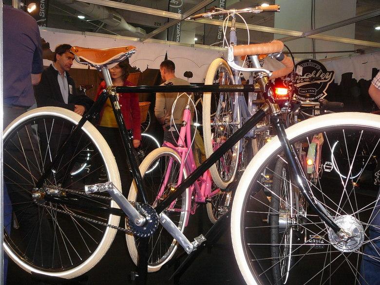Cycle Show London 2008 - dal�� z klasik, zde Pashley, foto: Petr Slav�k